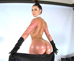 Breaking The Internet with a huge ass! - Milf Porn