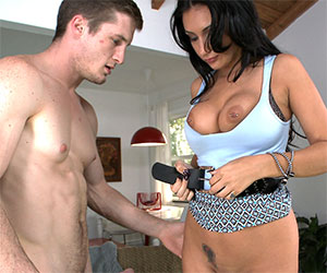 She always had a crush on her delivery guy - Milf Porn